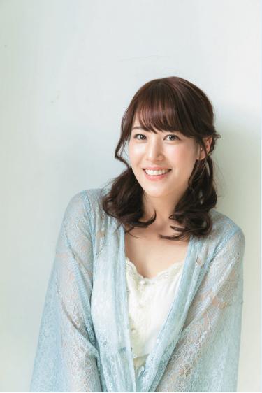 鷲見玲奈アナ(26)Fカップ巨乳の初グラビアがけしからんww【エロ画像】
