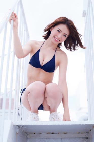 西村歩乃果(23)の眩しすぎる水着グラビアが抜けるww【エロ画像】