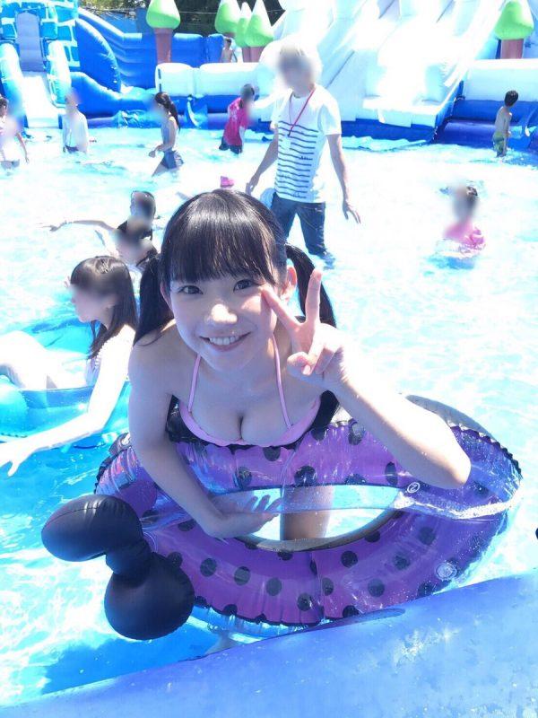 長澤茉里奈(21)合法ロリがパパとプールで水着撮影ww【エロ画像】