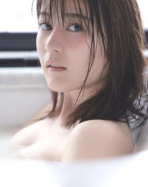 生田絵梨花(21)の入浴ショットの全裸おっぱいがぐうシコww【エロ画像】