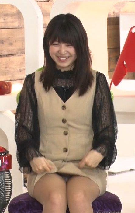 りおちょん(17)のTVでの生々しいパンチラがエロいww【エロ画像】