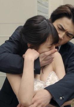 伊藤萌々香(21)が乳揉みされてるドラマがぐうシコww【エロ画像】