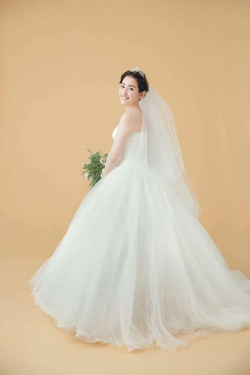 早見あかり(23)の結婚したのでウェディングドレス姿ww【エロ画像】
