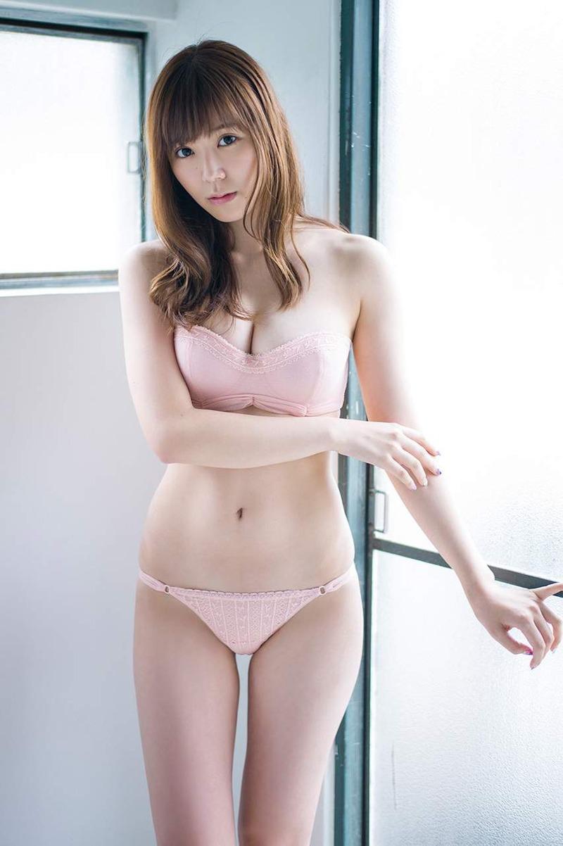 金子栞 (21)元SKEのFボディが抜ける!元SKEってエロい女多いのかww【エロ画像】