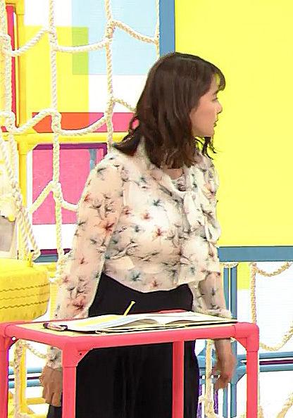 杉浦友紀アナ(35)の着衣巨乳の迫力半端なくてけしからんww【エロ画像】