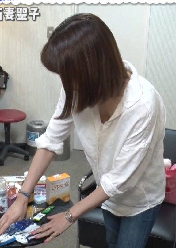 新妻聖子(36)白シャツの胸チラが気になるTVキャプが人妻感あって抜けるww【エロ画像】