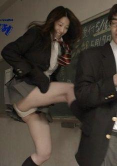 ドラマ「みんな!エスパーだよ!」で夏帆と真野恵里菜の生足パンツ見放題【エロ画像】