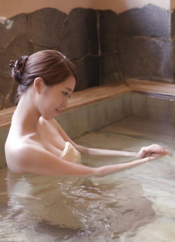 秦瑞穂(26)Dカップ清楚お姉さん系の美人の湯入浴キャプがぐうシコww【エロ画像】