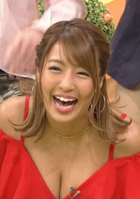 橋本梨菜(25)の地上波TVで見る胸チラ谷間がエロいww【エロ画像】
