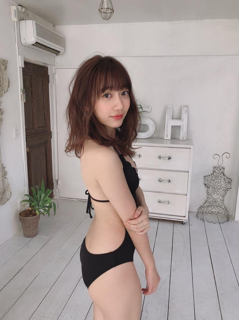 関根優那(24)の大胆美背中披露の水着グラビアがエロいww【エロ画像】