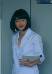 横山由依(25)のブラまで見えてる女教師姿がエロいww【エロ画像】