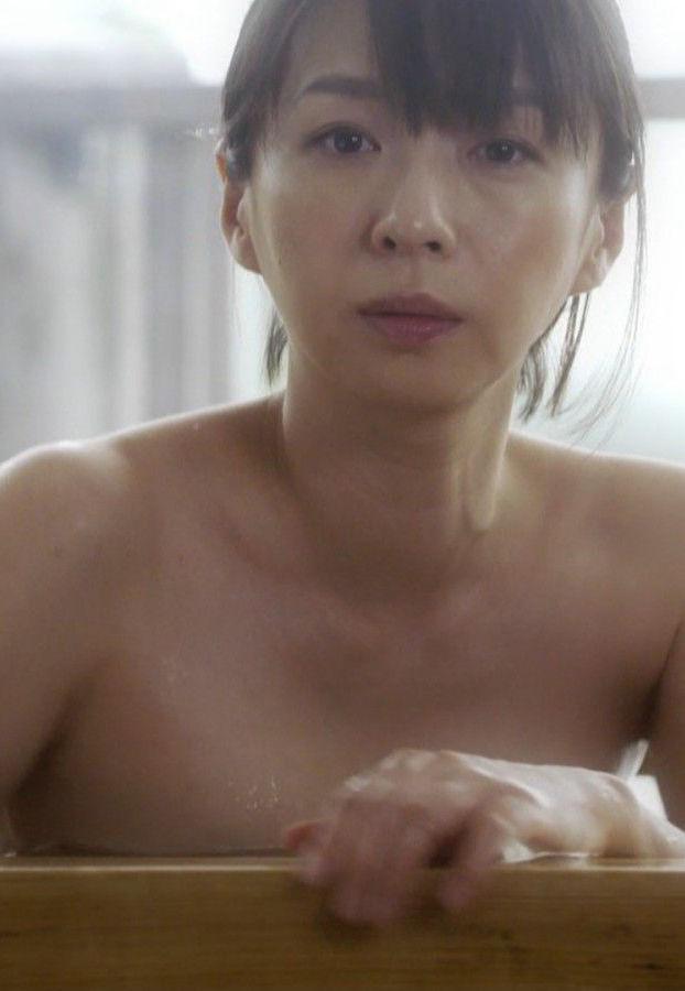 酒井若菜(38)の入浴シーンの上裸がエロいww【エロ画像】