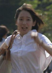 吉岡里帆(25)の着衣巨乳の乳揺れが拝めるドラマww【エロ画像】