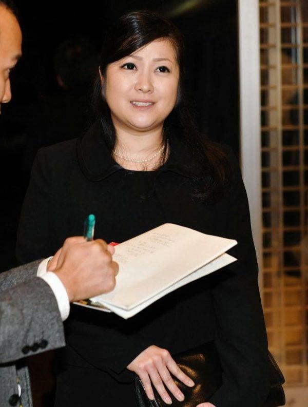 小向美奈子(31)藤原紀香に寄せてきたスライム乳さんww【エロ画像】