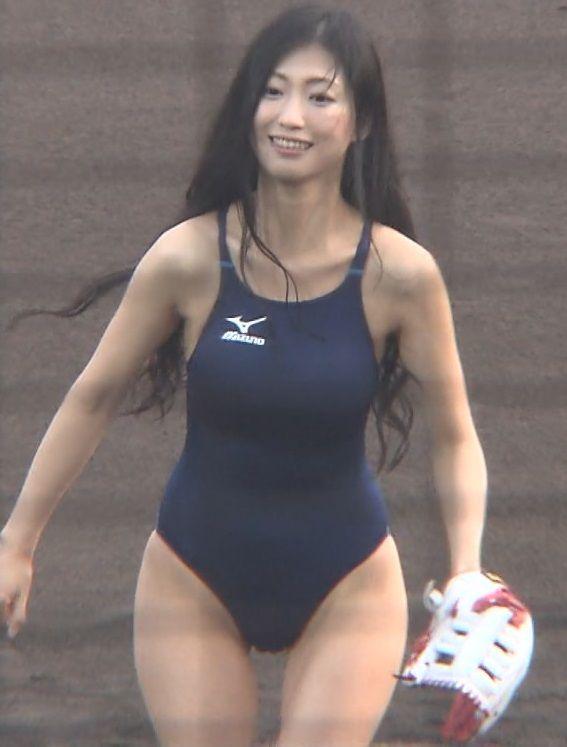 壇蜜(32)さんがスク水で始球式!エロ過ぎるだろこれ・・・【エロ画像】