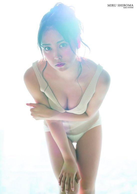 白間美瑠(20)のくっそエロい谷間が抜ける最新グラビアww【エロ画像】