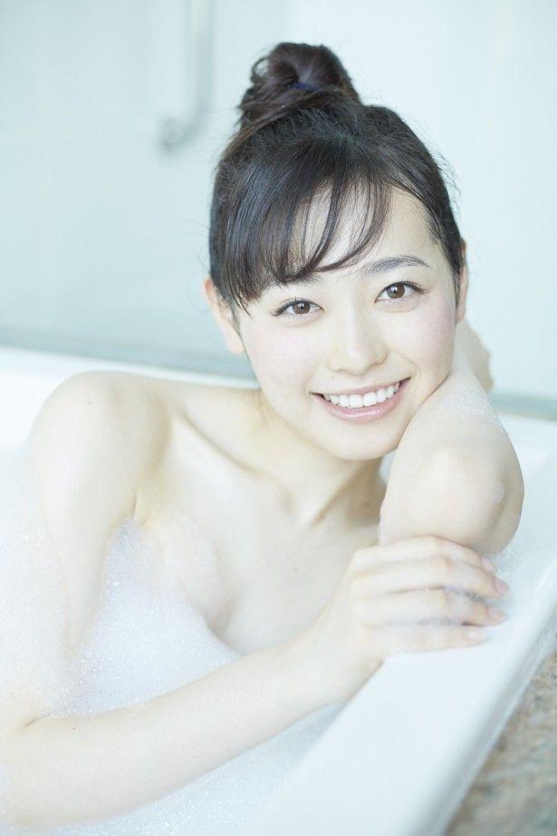 福原遥(18)まいんちゃんの最新写真集の水着姿が抜けるww【エロ画像】