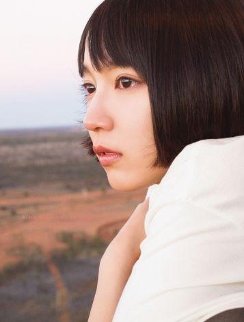 吉岡里帆(25)の露出度少なそうだが期待してしまうグラビアww【エロ画像】