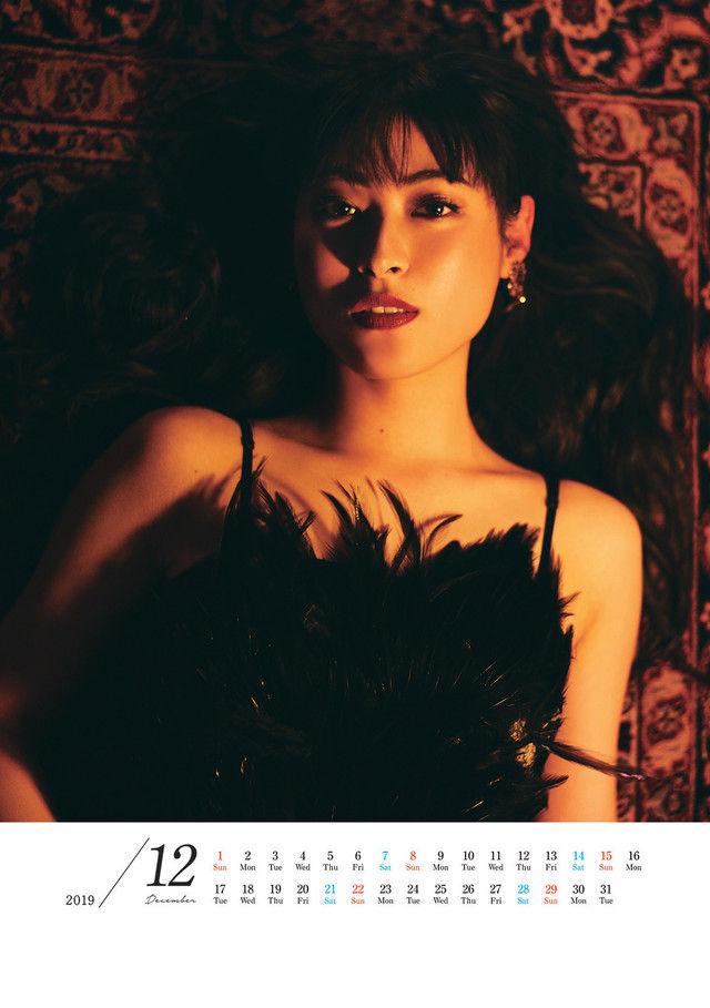 瀧本美織(27)のカレンダーのセクシーショットがエロいww【エロ画像】