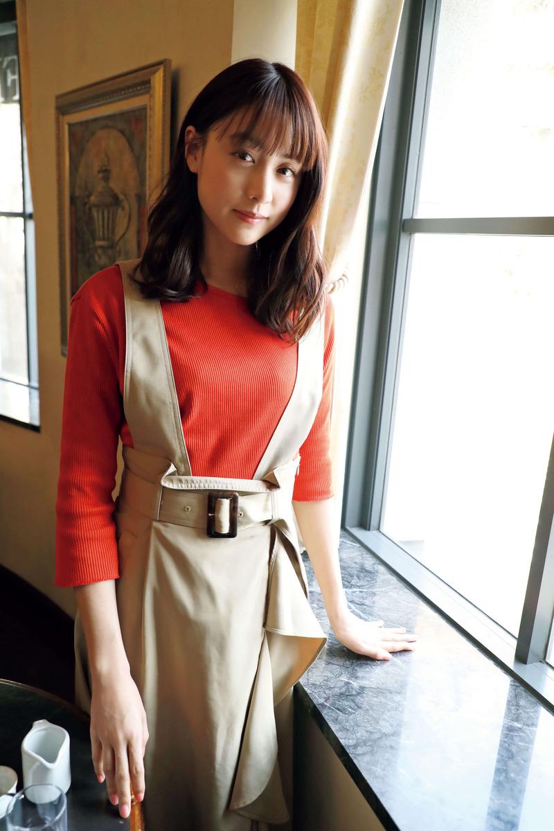 山本美月(27)の着衣おっぱいやミニスカ姿がエロいww【エロ画像】