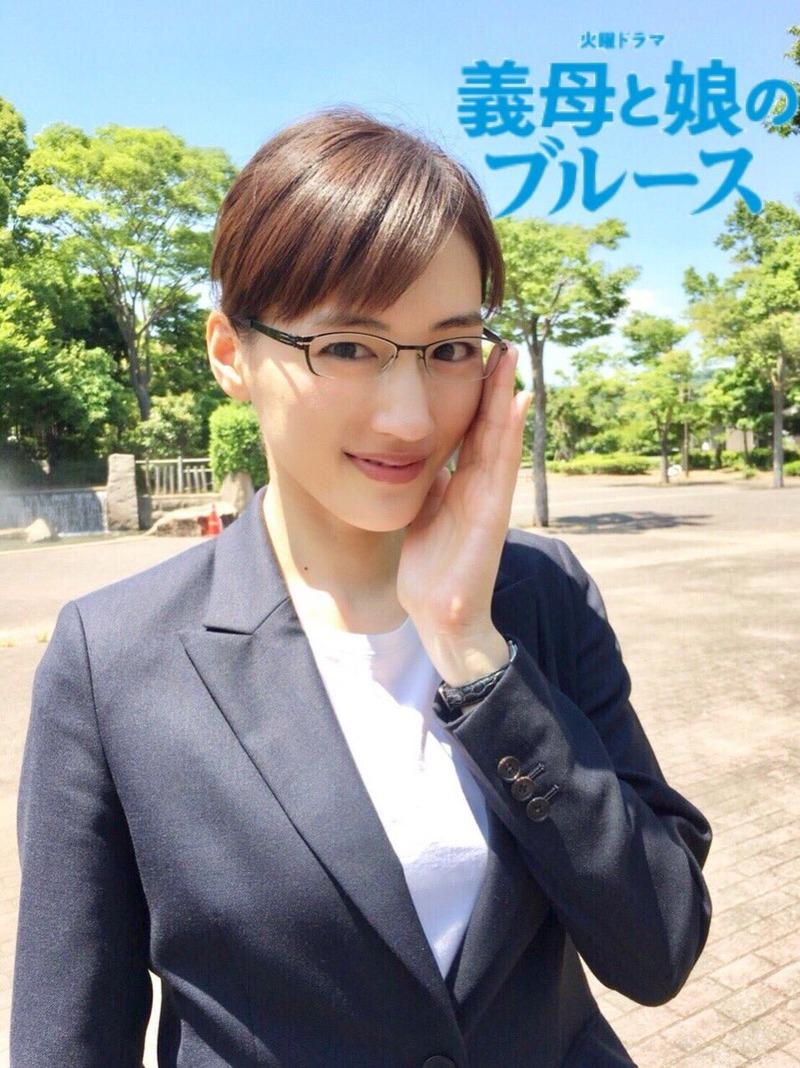 綾瀬はるか(33)のメガネに着衣巨乳が気になる最新ドラマww【エロ画像】