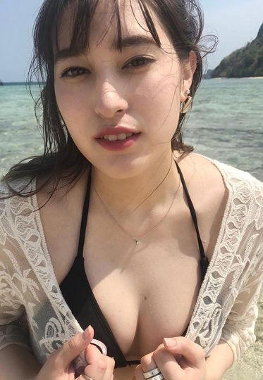 元AKB平田梨奈(19)のインスタでの水着姿のデカ尻胸チラが抜けるww【エロ画像】
