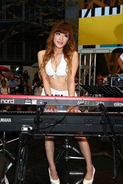 高木里代子(32)エロを売りにしたジャズピアニストってどうなん?でも正直ヤリたい…体エロすぎww【エロ画像】