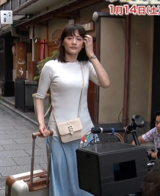 綾瀬はるか (31)本能寺ホテルの番宣で見せた着衣巨乳ニットがけしからんww【エロ画像】