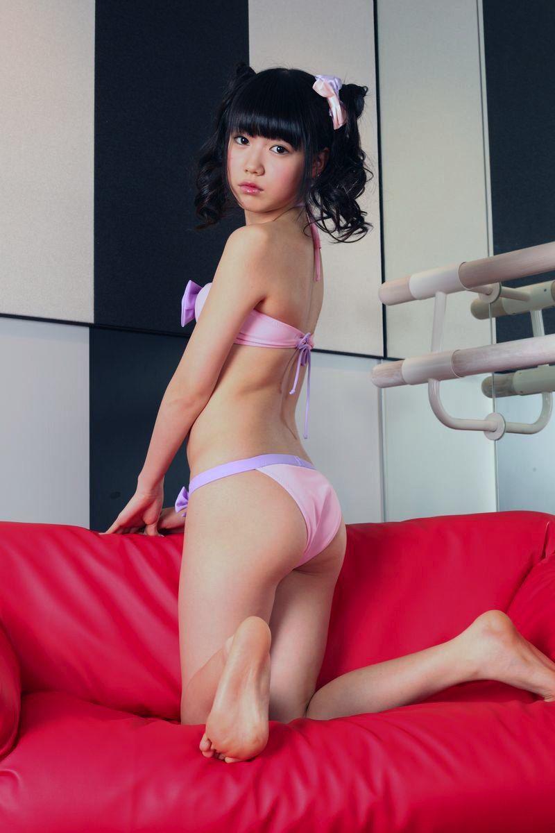 安藤穂乃果(15)ちゃんの肉体が順調に成長し脱がされじっちゃん大興奮【エロ画像】