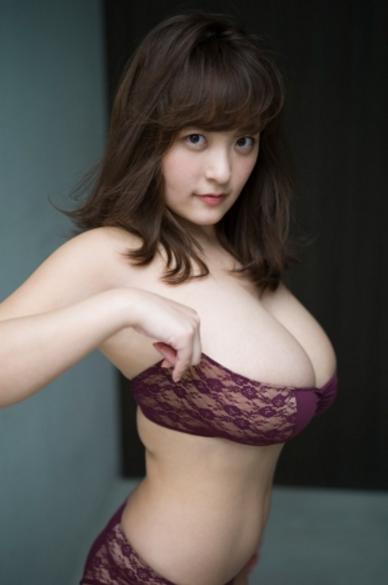柳瀬早紀(28)Iカップ爆乳ヤナパイの最新グラビアエロ画像がぐうシコww