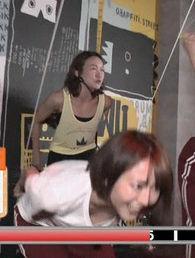 滝菜月アナ(25)のさり気ない胸チラおっぱいがエロいww【エロ画像】