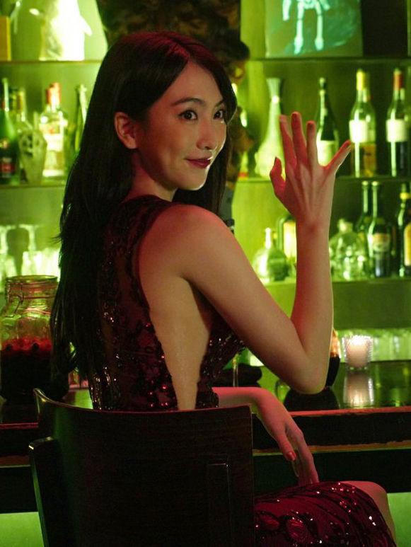 知英(25)の最新映画でのドレス姿がセクシーでエロいww【エロ画像】