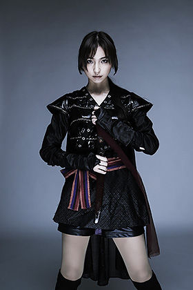 篠田麻里子(30)くノ一衣装にニーハイ絶対領域太ももがぐうしこww【エロ画像】