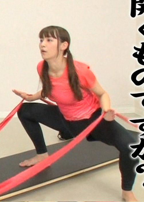 浅川梨奈(18)騎乗位の練習中みたいなエクササイズがぐうシコww【エロ画像】