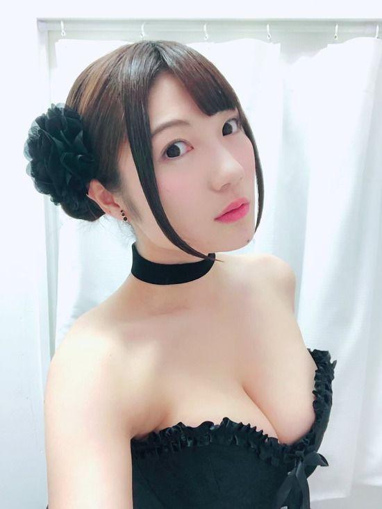 声優・井澤美香子(24)の胸チラ自画撮りがエロすぎるww【エロ画像】