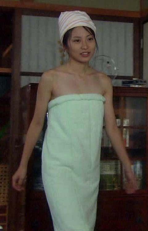 志田未来 (23)清楚娘の入浴シーン、レイプシーン、胸チラってタンクトップがかなりエロいンゴww【エロ画像】
