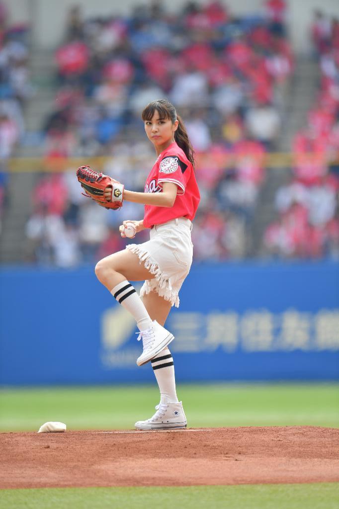 石川恋(23)女優転向してエロさ激減!微エロ始球式ww【エロ画像】