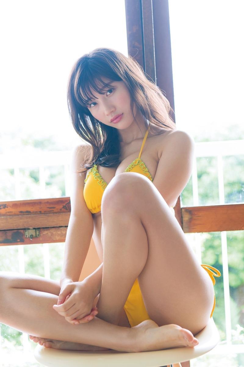 小倉優香(19)の最新グラビアのおっぱいが相変わらずエロいww【エロ画像】