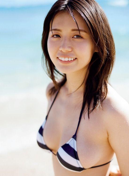 井口綾子(22)が写真集発売でモッツアレラボディを見せてくれるぞww【エロ画像】