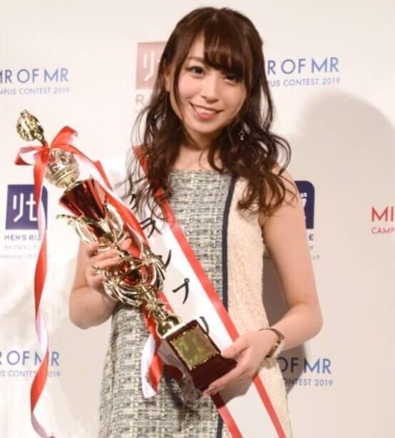 日本一美しい女子大生・中村優花(21)のミニスカ姿がエロいww【エロ画像】