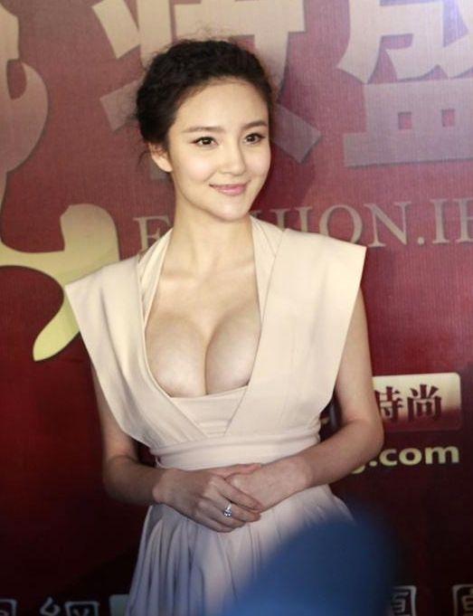 中国の巨乳女優「リウ・ユーシン」が授賞式で悩殺ボディ披露【エロ画像】