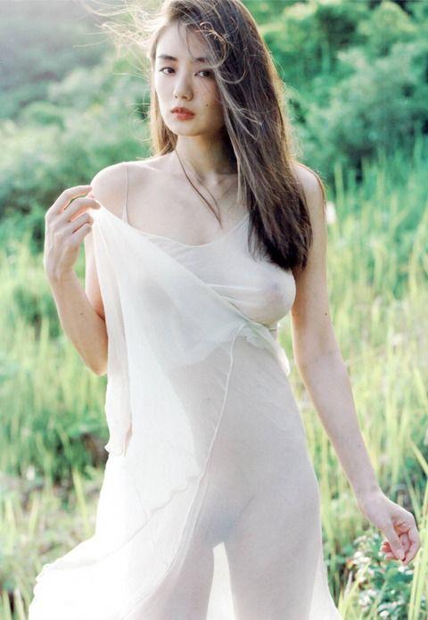 片山萌美(26)脱ぎっぷりが凄いと噂のド迫力Gカップグラドルがセクシーすぎるww【エロ画像】