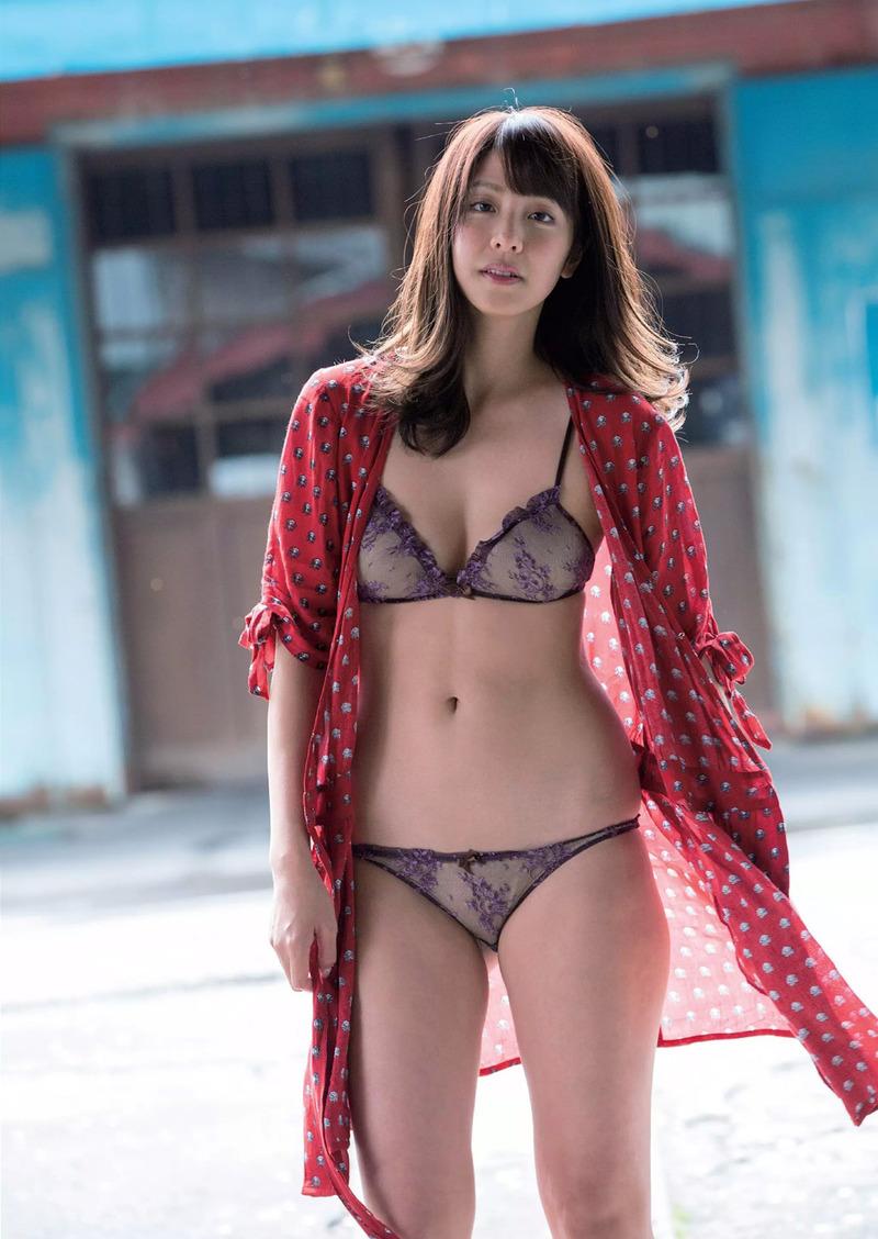 本郷杏奈(25)日本一の恥ずかしがり女子の異名を持つ女の水着グラビアww【エロ画像】