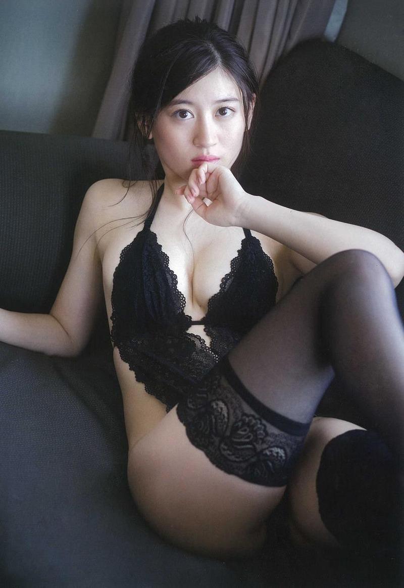 NMB48上西恵(21)卒業発表したがこの水着グラビアの巨乳おっぱいがたまらんww【エロ画像】