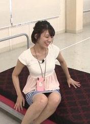 佐藤美希(25)のパンチラ寸前のスカート姿が抜けるww【エロ画像】