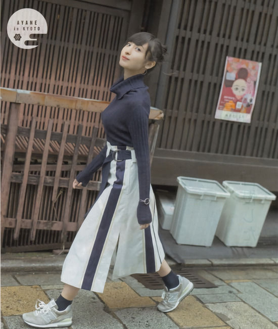 声優・佐倉綾音(24)のパンチラに着衣巨乳がぐうシコww【エロ画像】