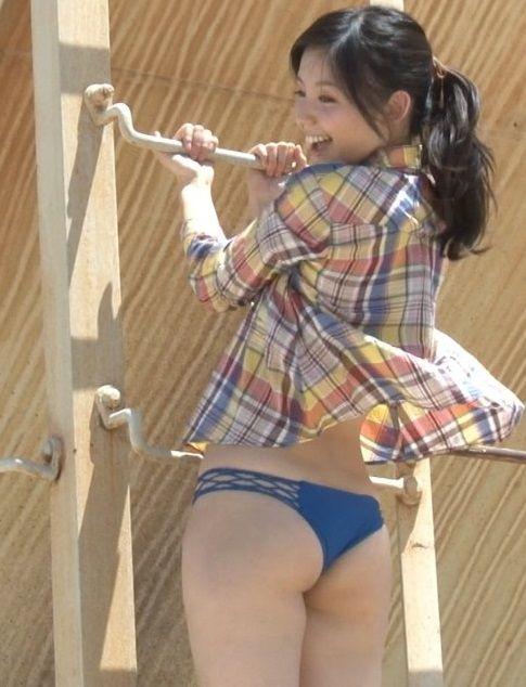 小池里奈(21)が最新DVDで尻肉はみ出しててたまらんwww腰回りのエロさに磨きがかかってきた【エロ画像】