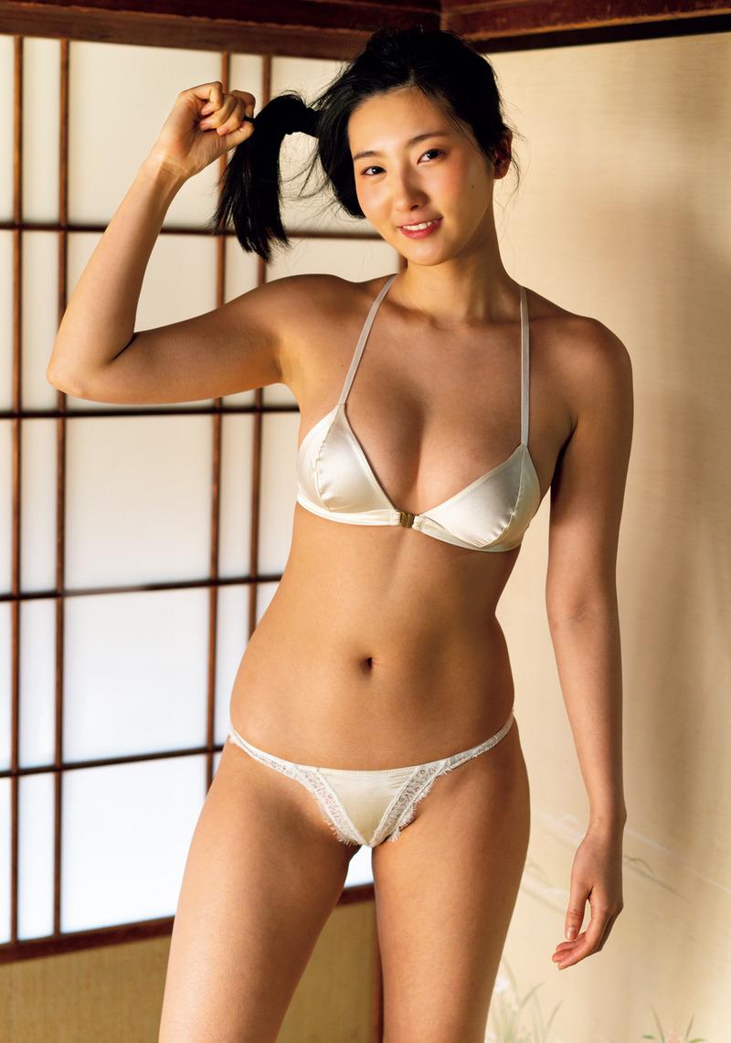 福井セリナ(24)の極小水着がハミマン寸前でエロいww【エロ画像】