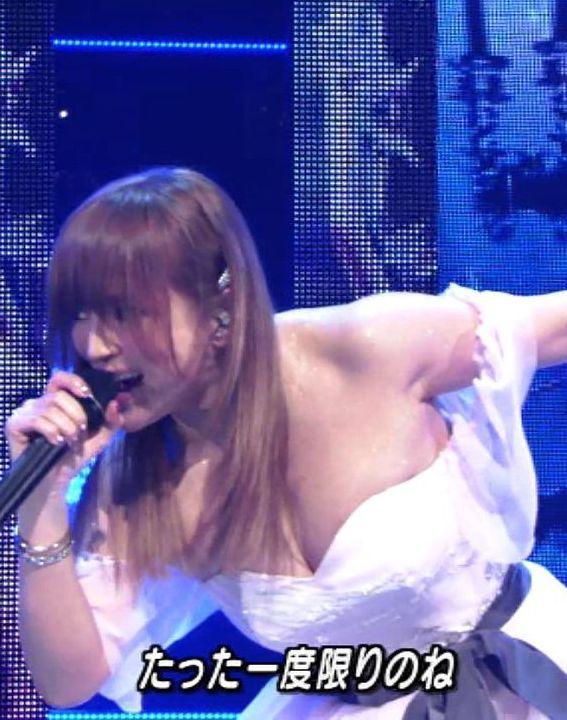 浜崎あゆみ(38)巨乳胸チラ谷間をMステで披露ww誰得感たっぷりww【エロ画像】