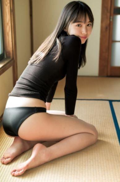 井桁弘恵(22)のプリケツがクッソエロい水着グラビアww【エロ画像】